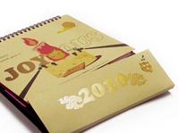 A paper desktop calendar